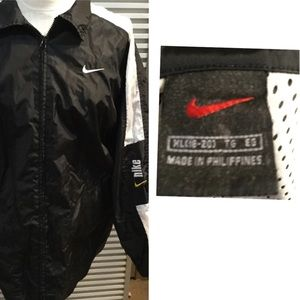 NIKE zip XL windbreaker logo on chest and left arm